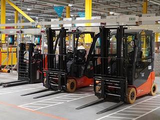 Toyota Traigo an Ladestation bei Amazon